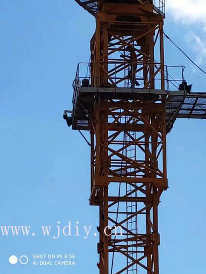 龙光城工程工地吊塔上安装网络监控.jpg