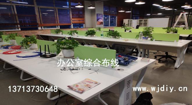深圳区网络布线 深圳公司桌子布网线 办公运维企业服务.jpg